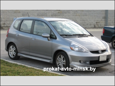 Прокат хетчбэка HONDA Fit в Минске без водителя