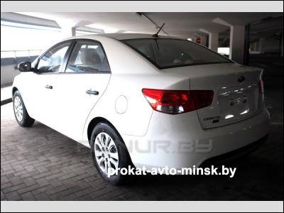 Прокат седана KIA Cerato в Минске без водителя