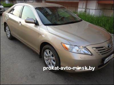 Прокат седана TOYOTA Camry в Минске без водителя