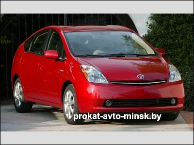 Прокат хетчбэка TOYOTA Prius в Минске без водителя