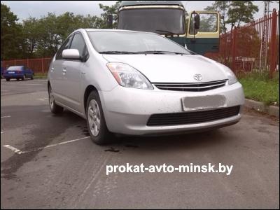 Прокат хетчбэка TOYOTA Prius в Бресте без водителя